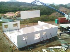 building_with_rapidwall_erecting